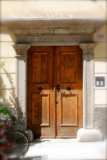 Old door in Brüneck