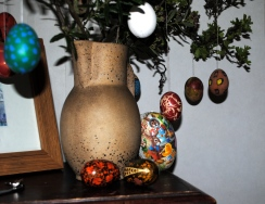 Tomorrow: Easter! Painting eggs...